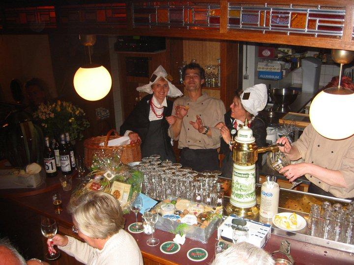 Opening Bistrot En Passant met Zeeuwse Boerinnetjes in 2002!